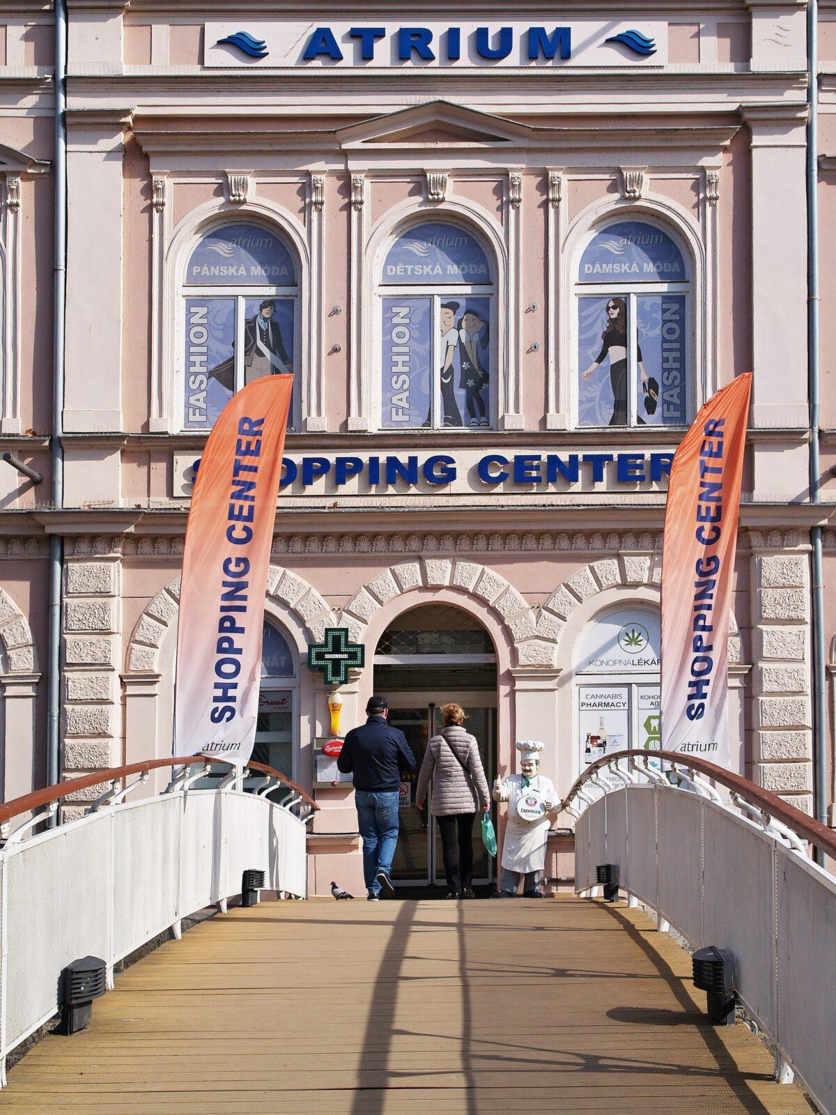Vítejte v obchodním centru v Karlových Varech
