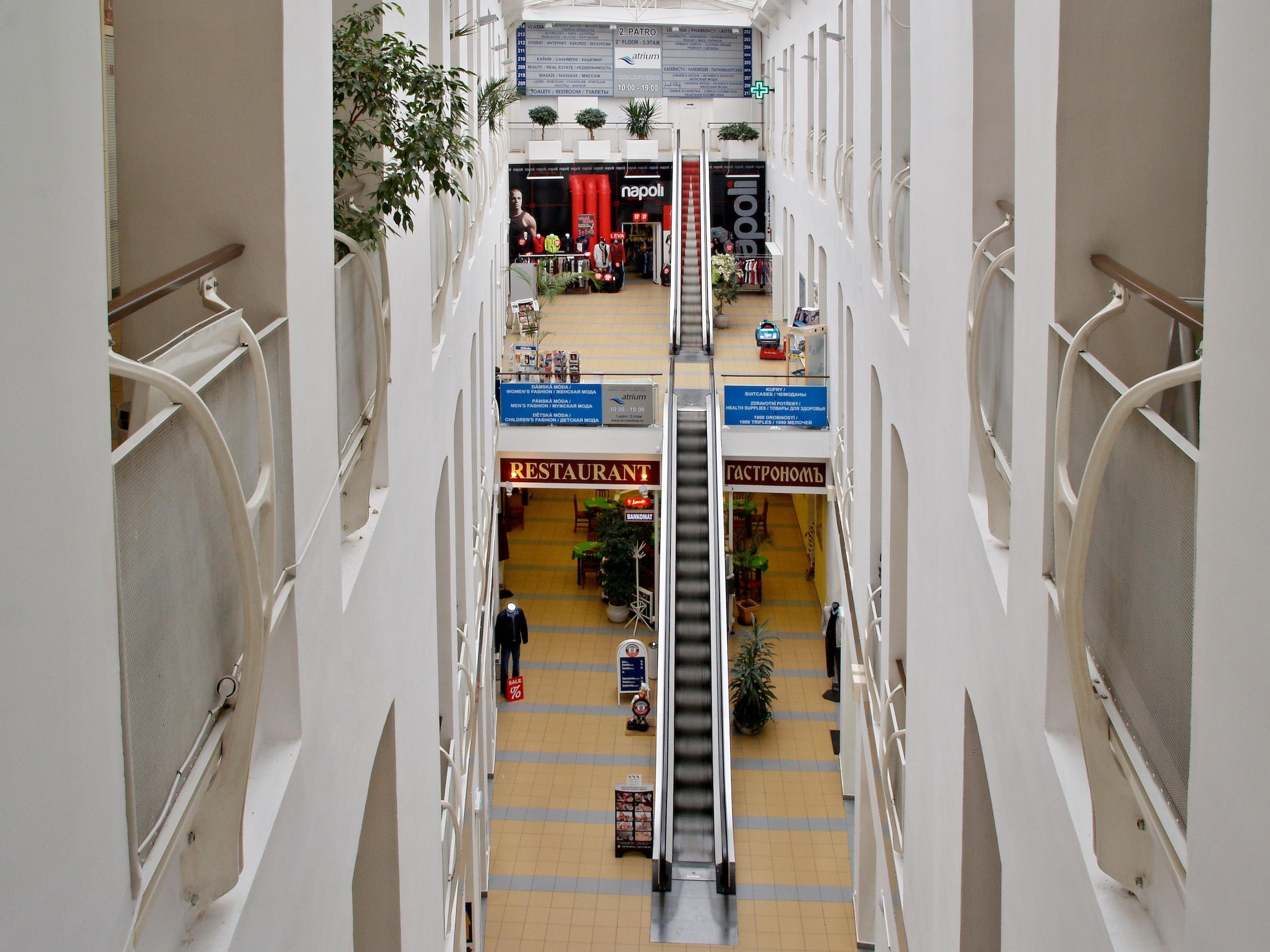 Obchodní centrum v Karlových Varech, Atrium