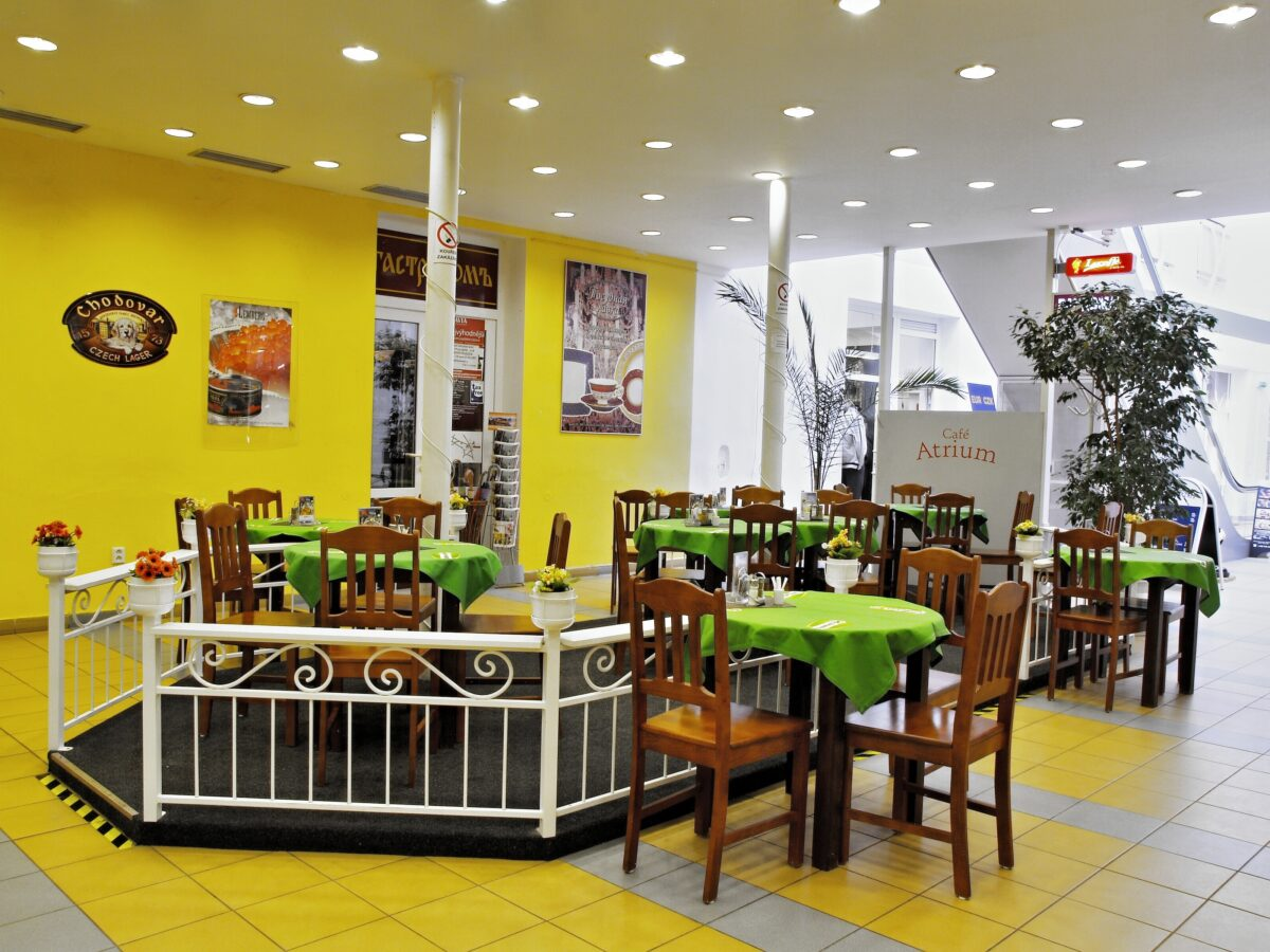 Restaurace v Atriu
