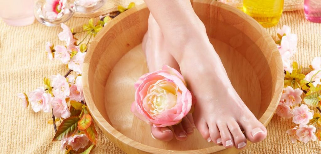 PACKAGES-OF-MANICURE-PEDICURE-1024x493